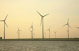 Wind farm on the Elbe: leading technology